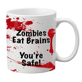 """Zombies Eat Brains, You're Safe"" Novelty Zombie Tasse"